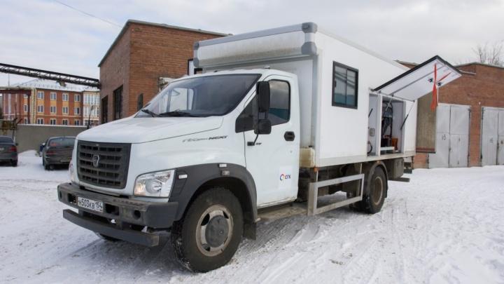 Пусть МАВР работает: в Новосибирск привезли машины для ремонта теплотрасс за 3,7 миллиона рублей