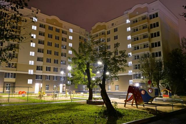 Для семей с маленькими детьми в «Пионере»есть комфортная детская площадка