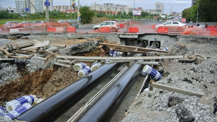 В Екатеринбурге из-за ремонта теплосетей и канализаций закроют семь участков дорог