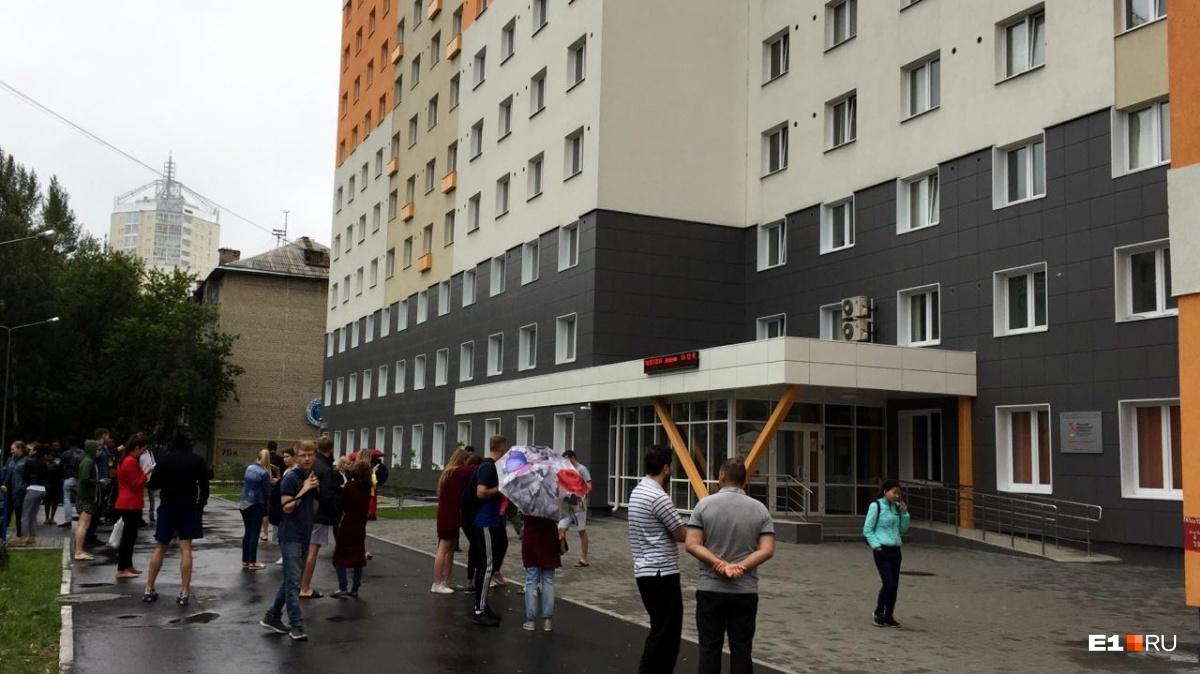 По словам Егора, эвакуировали около 40–50 человек