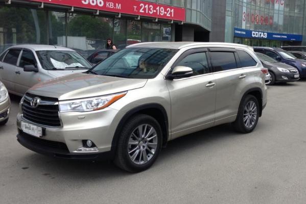 Ещё один автомобиль Toyota Highlander угнали в центре Новосибирска