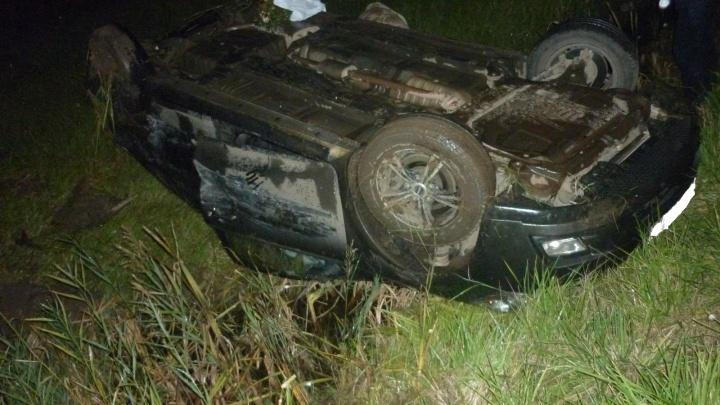 «Ленд-Крузер» снёс «Киа» в кювет: в аварии на трассе М-8 есть пострадавшие