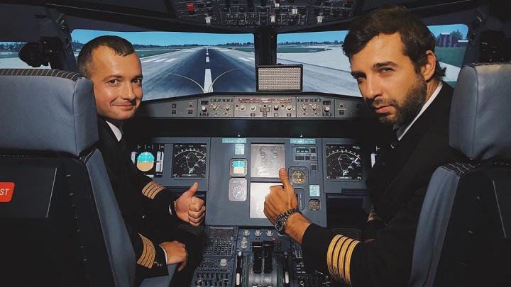 Зал встречал стоя: уральский пилот Дамир Юсупов показал Урганту, как управлять самолетом