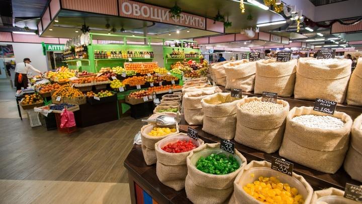 На новом рынке готовят продукты прямо при покупателях