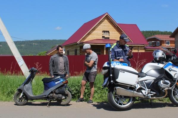 Священник патрулировал улицы в кожаной куртке и на мотоцикле