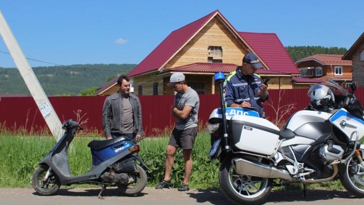 Священник на мотоцикле патрулировал улицы вместе с ДПС и поймал пьяного водителя на Мане