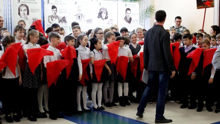Десятки новосибирских школьников стали пионерами