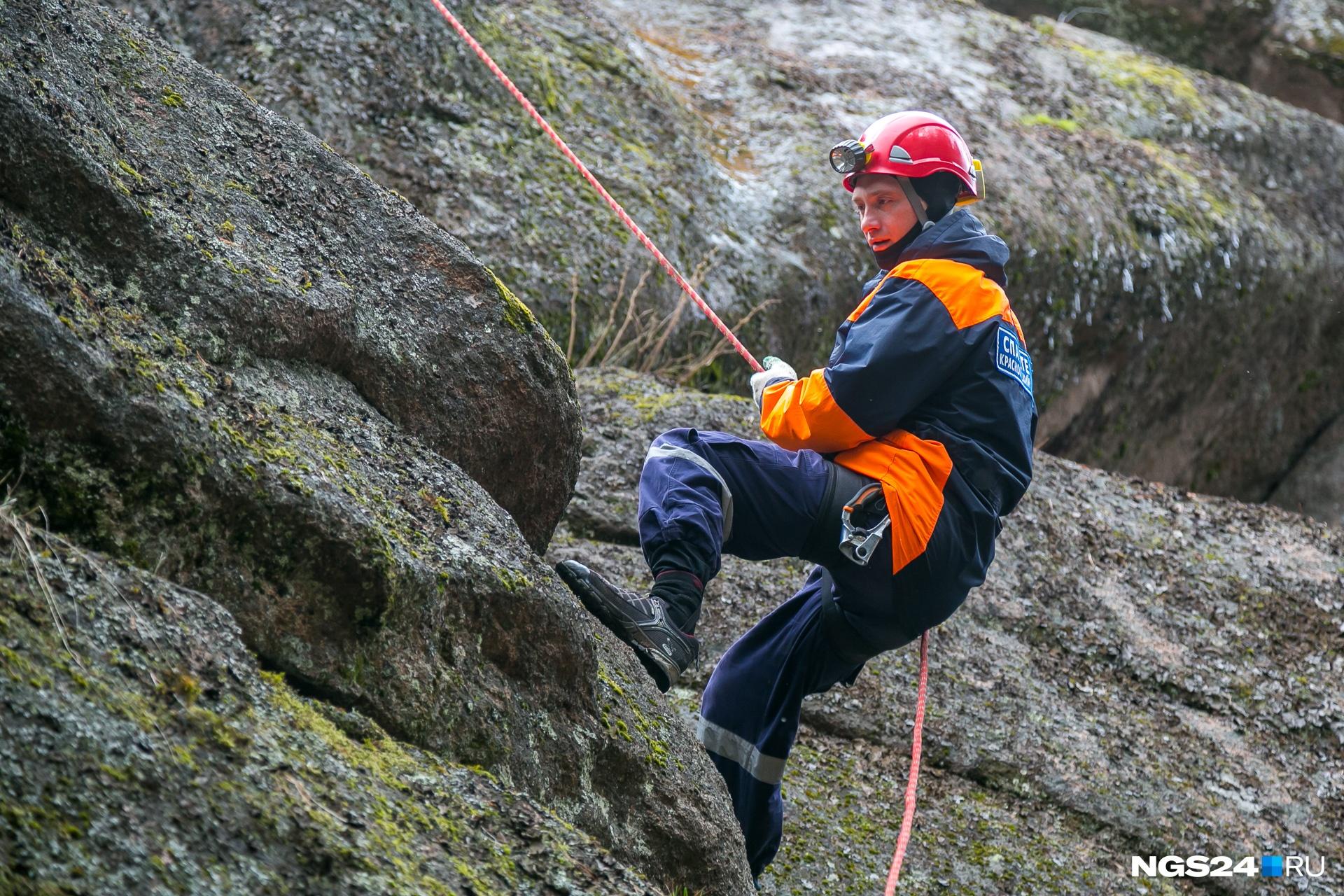 Каждую смену на «Столбах»спасатели тренируются