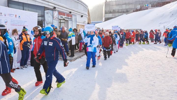 В «Бобровом логу» 150 лыжников тестируют спуск и обслуживание перед Универсиадой
