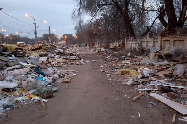 От киосков остались только щепки и мусор