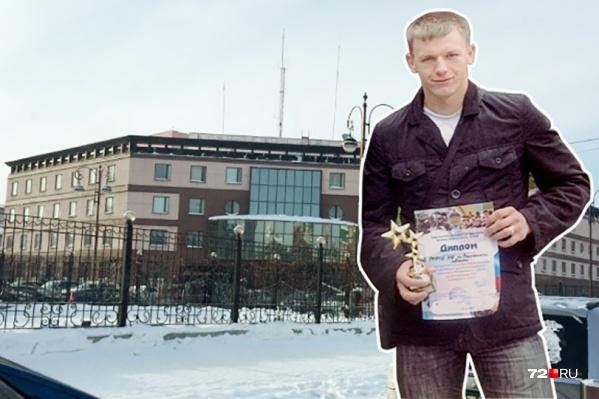 Из органов ФСБ Евгения Гладких уволили после задержания. Он был инструктором группы сопровождения оперативных мероприятий