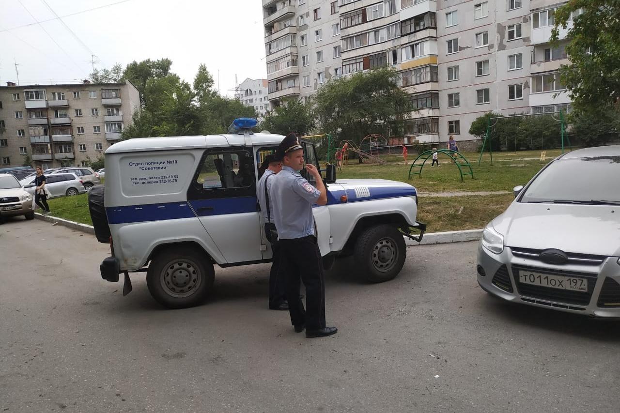 Пикет охраняет полиция