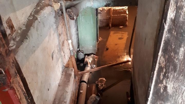 «Умывались остатками из чайника»: жильцы четырёхэтажки на юге Волгограда остались без воды