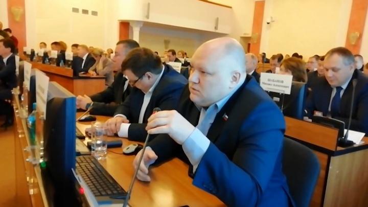 «Не слушают людей, тратят деньги на ненужных гостей»: ярославский депутат готов спеть вместо Burito