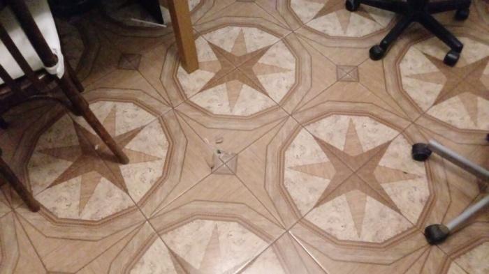Дырка в полу пришлась ровно на середину кухни
