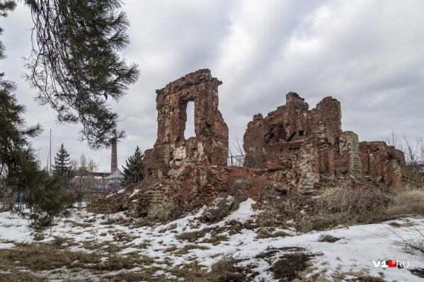 Одно из зданий, сохранённых в память о Сталинградской битве, уже не первый год «кричит» о помощи