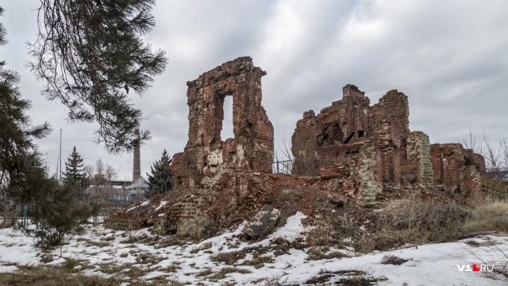 «Может упасть и убить людей»: волгоградцы боятся обрушения федерального памятника героям Сталинграда