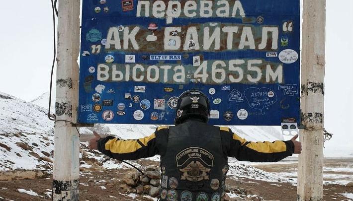 Участник мотоклуба из Екатеринбурга покорил снежный Памир на «Харлее»: смотрим фото и видео