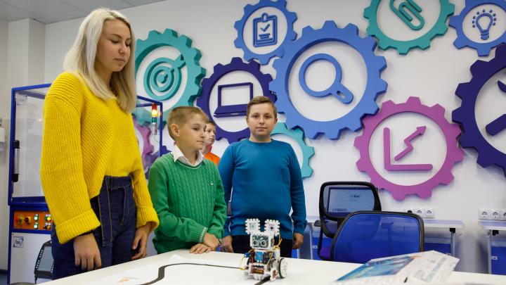 «У нас уже психоз!»: чиновники взорвали Волгоград срочным сбором сертификатов для детских кружков