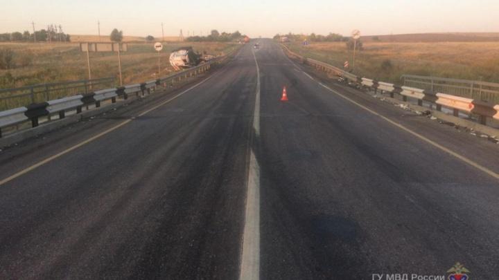 Взорвалось колесо: в полиции Волгограда рассказали о смертельном столкновении грузовиков