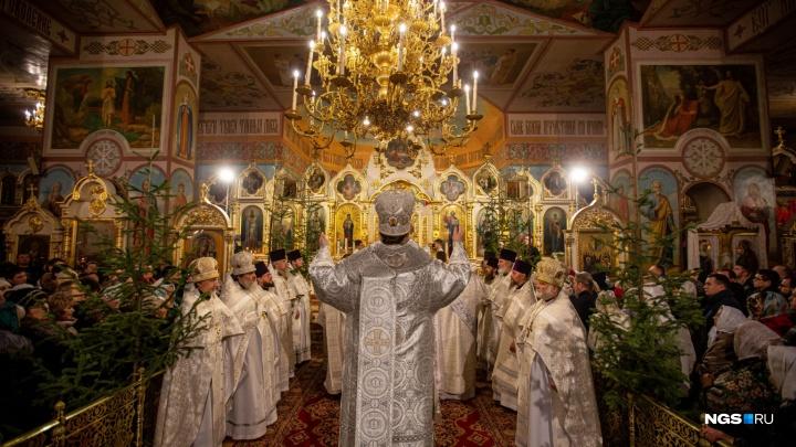 Таинство ночи. Как в Новосибирске встретили Рождество — 10 полуночных кадров из Вознесенского собора