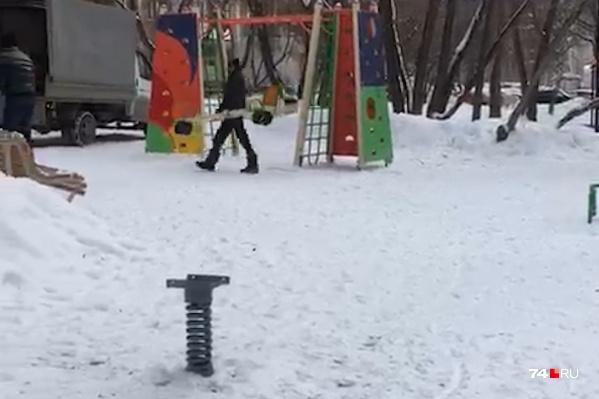 Вид полупустой площадки довёл малышей до истерики
