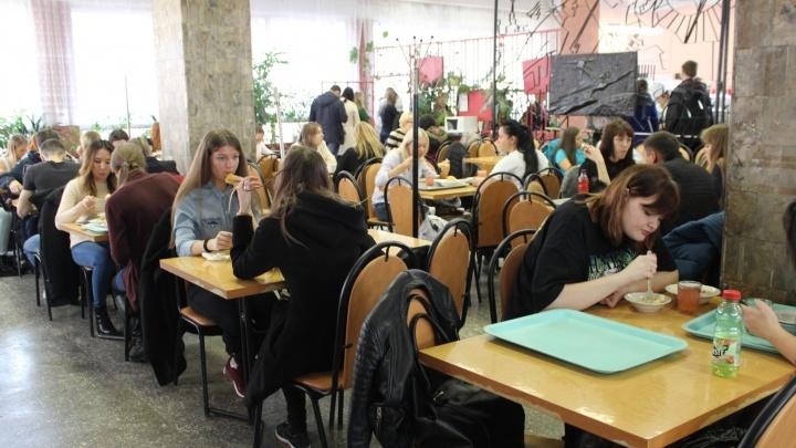 Уложиться в 100 рублей: ищем самые вкусные обеды в студенческих столовых