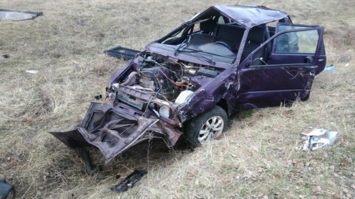 На трассе в Башкирии перевернулась легковушка: водитель и пассажир чудом остались живы