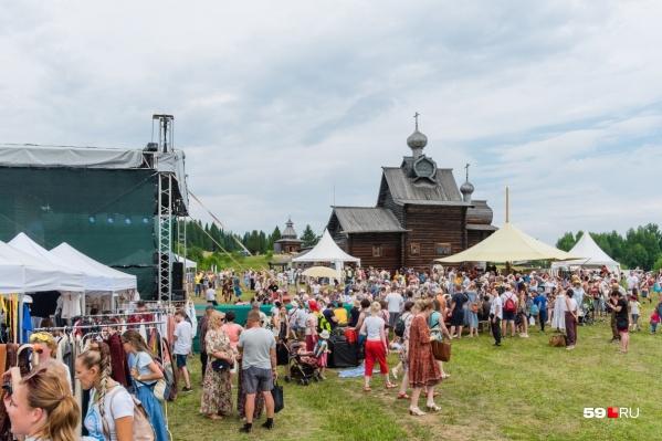 Фестивали в Хохловке традиционно собирают много зрителей: на фото —«Камва» в 2018 году