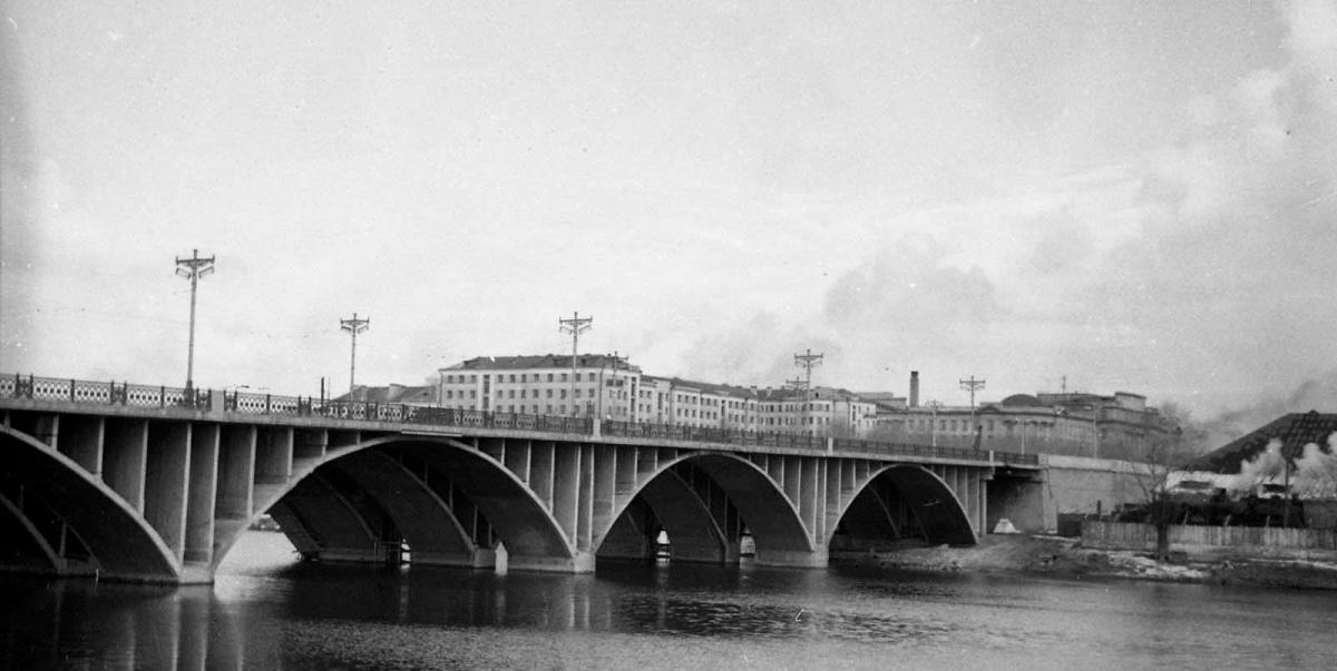 Макаровский мост сложно не узнать