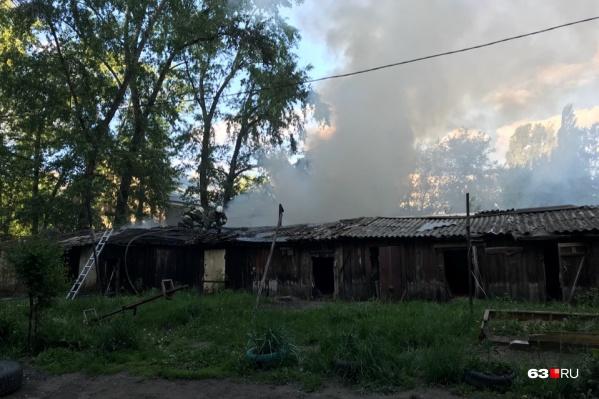 Сотрудникам МЧС предстоит выяснить, по какой причине начался пожар