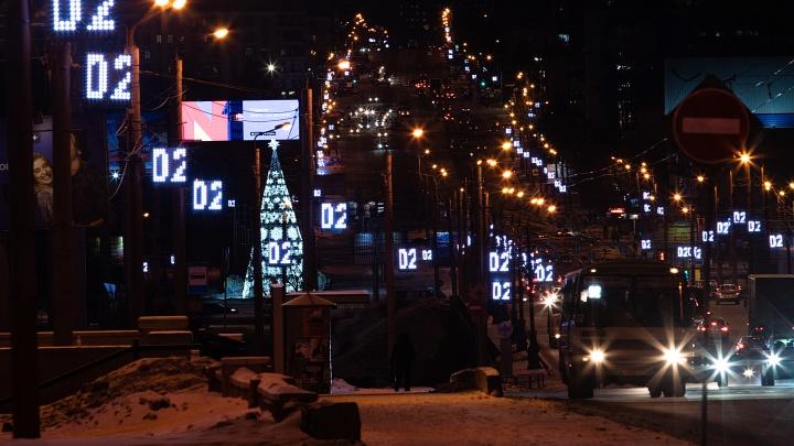 В мэрии рассказали, когда снимут с улиц Челябинска иллюминацию за 600 миллионов рублей