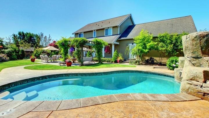 Курорт во дворе: выбираем бассейн для частного дома