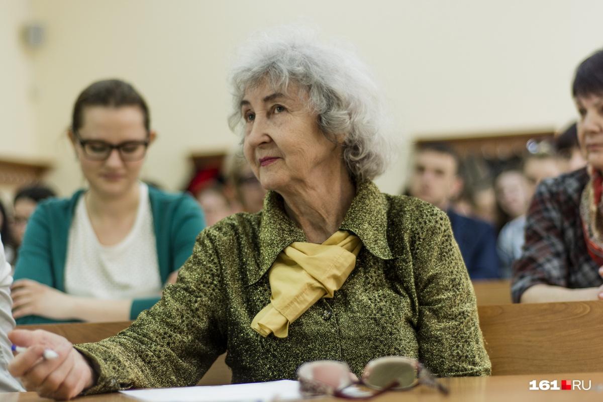 Школьники Советского Союза праздновали День учителя в первое воскресенье октября