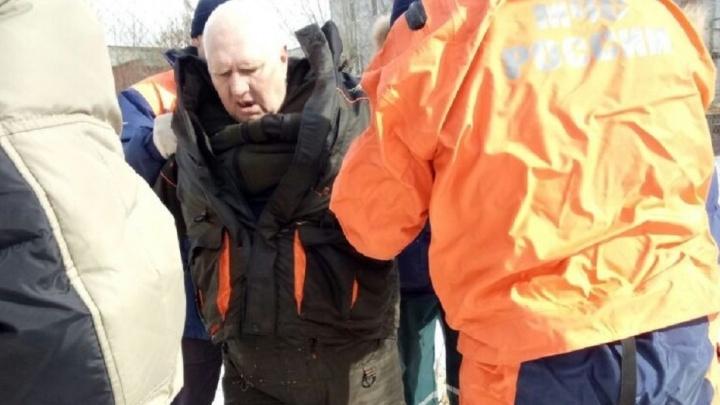 """Екатеринбуржец, спасший рыбака, который провалился под лёд: """"Он держался на воде за счёт объёмной одежды"""""""