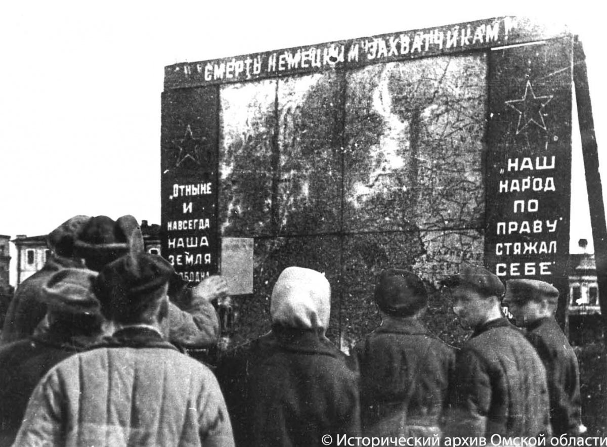 Как перед омским музеем подбитые танки стояли: рассматриваем город иего жителей в годы войны (фото)