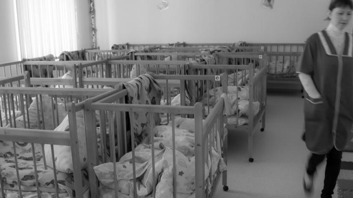 «Отдали документы и сделали бутерброды»: под Верхней Тоймой у безработных родителей забрали детей