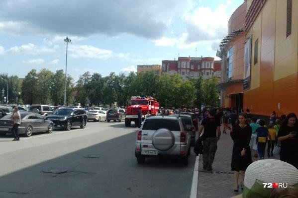 Всех людей в считаные минуты вывели из здания на Максима Горького