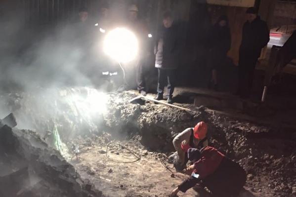 Аварийные работы шли на улице Катаева