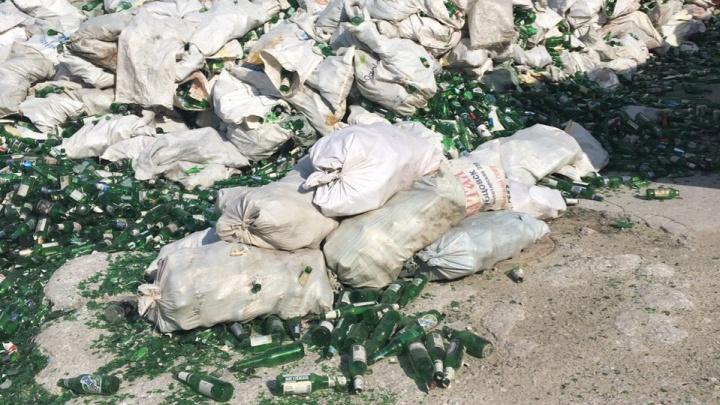 Видео: тонны выброшенного новосибирцами стекла переплавили в новые бутылки