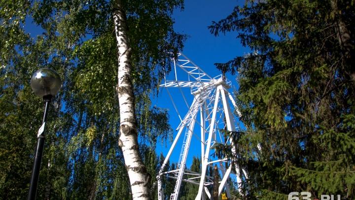 Колесо обозрения в парке Гагарина повернули на 90 градусов