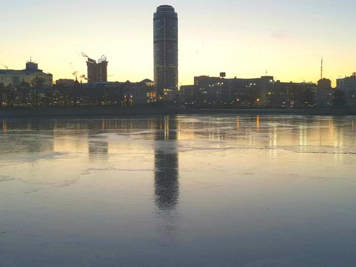 Красивый ледяной рассвет в центре