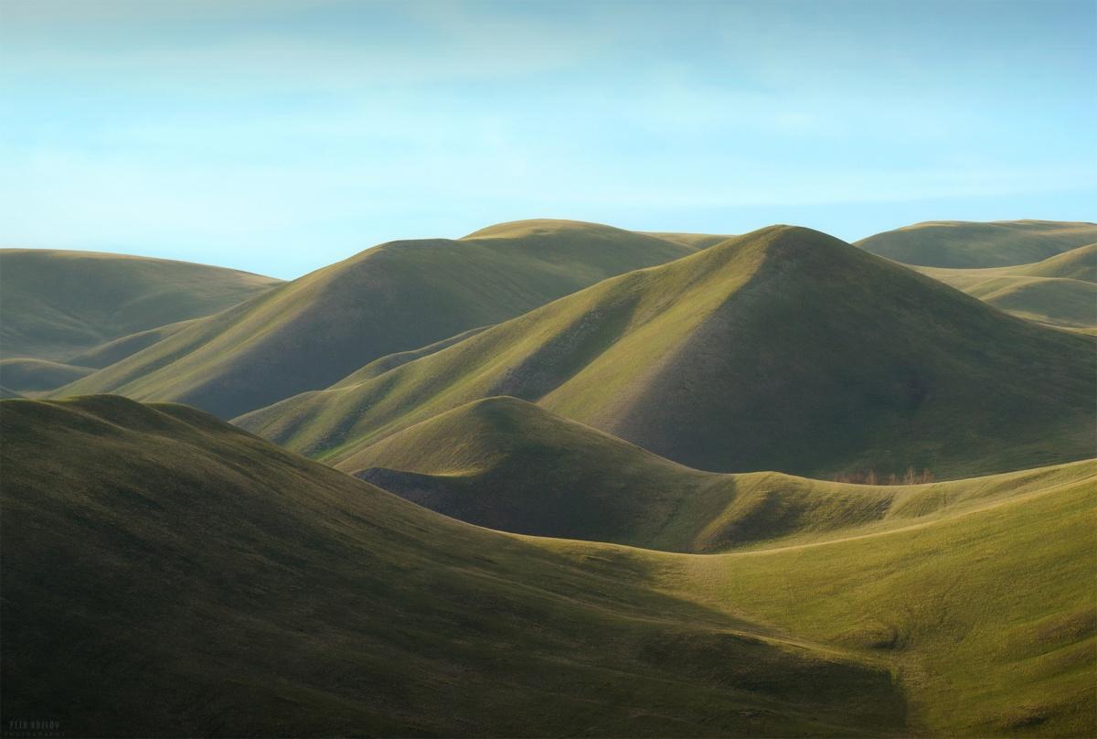 Петр Козлов считает, что горы без деревьев выглядят необычно