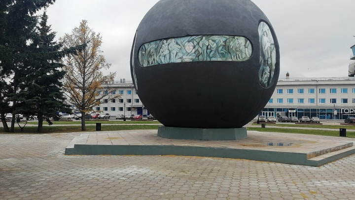 В Омске обновили площадь Бухгольца: смотрим, что изменилось (почти ничего)