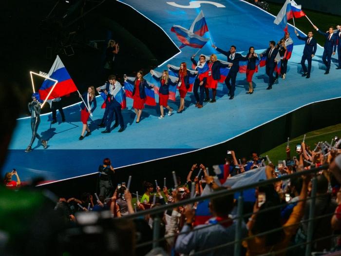 Дмитрий Шишкин сшил одежду для участников сборной России