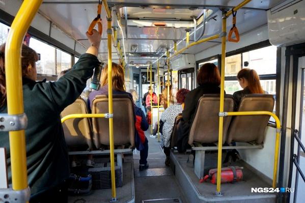 Сразу два автобуса одного и того же маршрута попались на вредных выбросах