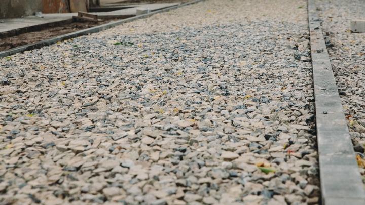 Улицу Щербакова ждет реконструкция: там сделают новые тротуары, освещение и парковки