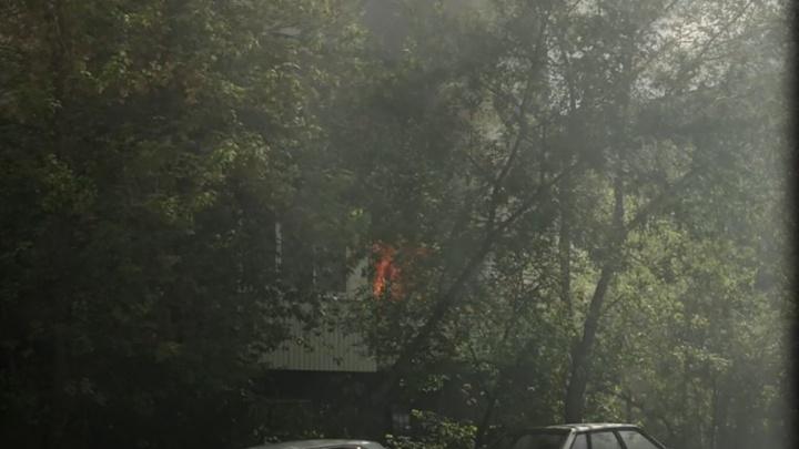 В жилом доме на Вторчермете загорелась квартира: погиб человек