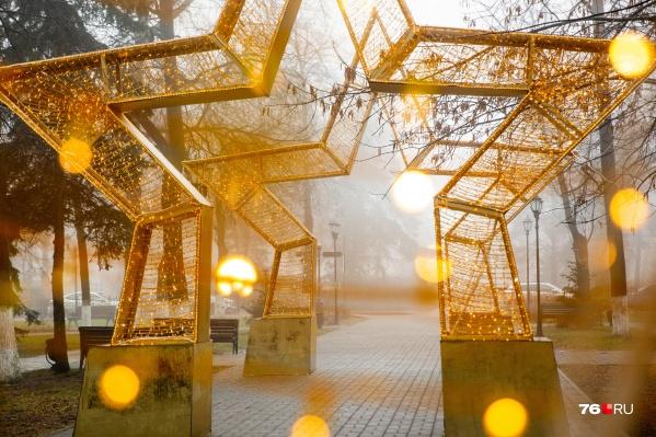 В этом году Ярославлю бесплатно достались новые украшения — в том числе эти звёзды