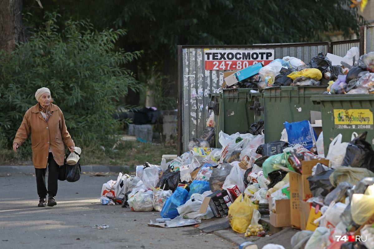 На завалы мусора жалуются жители всех районов Челябинска